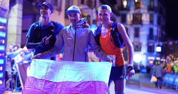 """Historyczny sukces polskiego biegacza! Marcin Świerc wygrał uznawany za jeden z najtrudniejszych na świecie górskich ultramaratonów. 124 kilometry niezwykle trudnej trasy biegu """"Śladami Książąt Sabaudzkich"""" poprowadzonej alpejskimi graniami pokonał w niespełna 13,5 godziny."""