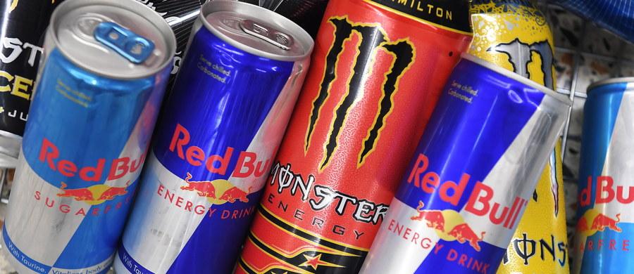 Brytyjski rząd ogłosił w czwartek konsultacje społeczne w sprawie zakazu sprzedaży napojów energetycznych dla nastolatków, wskazując na negatywne konsekwencje dla ich zdrowia, m.in. otyłość związaną ze spożyciem cukru, ból głowy i nadaktywność.
