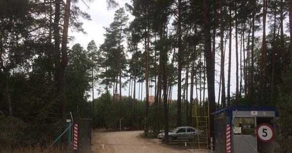Regionalna Dyrekcja Ochrony Środowiska w Poznaniu jeszcze raz przeprowadzi kontrolę i wznowi postępowanie poprzedzające wydanie zgody na budowę w sprawie zamku powstającego w Stobnicy pod Obornikami Wielkopolskimi, na skraju Puszczy Noteckiej. W ocenie inspektorów powierzchnia budowy jest większa niż deklarował wcześniej inwestor.