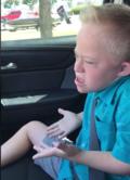 9-letni chłopiec z zespołem Downa śpiewa przebój Whitney Houston. Hit sieci