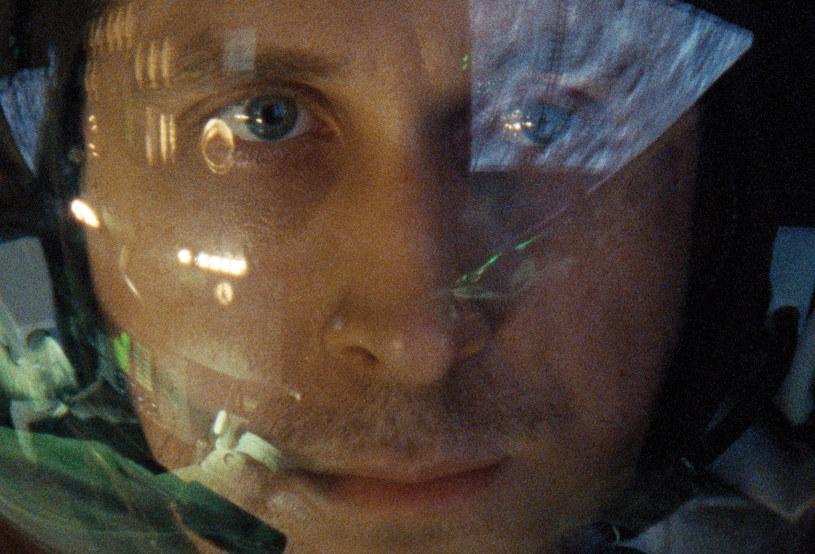 """""""Pierwszy człowiek"""" Damiena Chazelle'a (twórcy """"La La Land"""" i """"Whiplash"""") miał światową premierę na festiwalu filmowym w Wenecji, gdzie  spotkał się z trwającą trzy minuty owacją oraz znakomitymi recenzjami - w tej chwili na portalu Rotten Tomatoes ma 89 proc. pozytywnych opinii."""