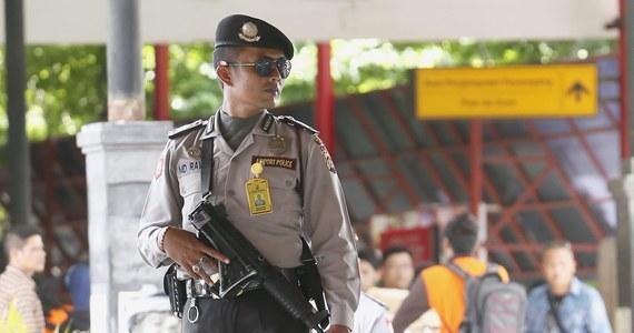 Polak Jakub Fabian S., który został zatrzymany w związku z podejrzeniem o kontakty z separatystami, nie zostanie deportowany. Stanie przed sądem w prowincji Papua na wschodzie Indonezji - poinformowała w piątek miejscowa policja. Rzecznik policji w prowincji Papua Ahmad Mustofa Kamal powiedział, że S. zostanie oskarżony o udział w spisku, za co grozi do 20 lat więzienia.