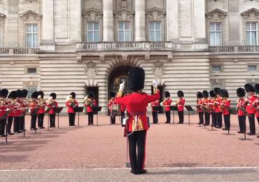 Zobacz jak Pałac Buckingham uczcił pamięć Arethy Franklin