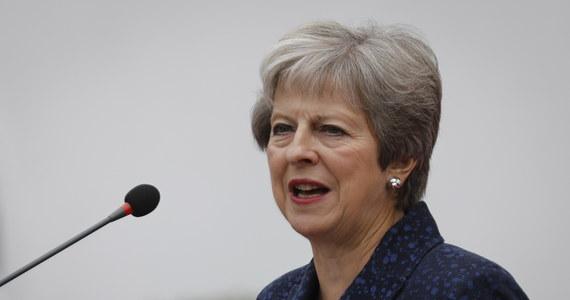 """Brytyjska premier Theresa May wykluczyła w komentarzu dla dziennika """"Telegraph"""" przeprowadzenie drugiego referendum w sprawie wyjścia Wielkiej Brytanii z Unii Europejskiej. Wyjaśniła, że byłoby to """"poważną zdradą naszej demokracji""""."""