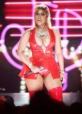 Wpadka Nicki Minaj na scenie. Pokazała piersi publiczności