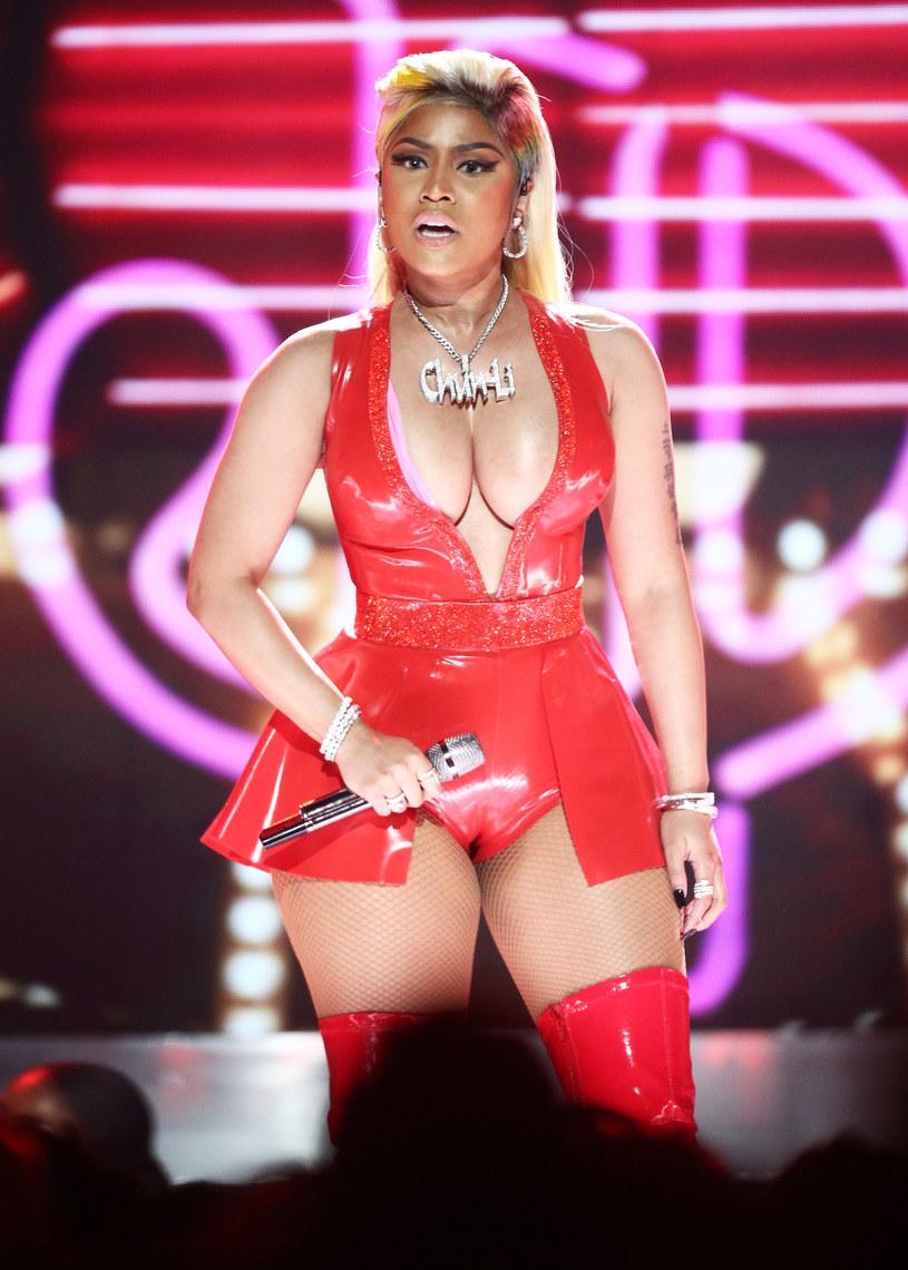 Nicki Minaj nie będzie dobrze wspominać występu na Made In America Festival w Filadelfii. Podczas występu raperka przypadkowo pokazała piersi zgromadzonej na imprezie widowni.
