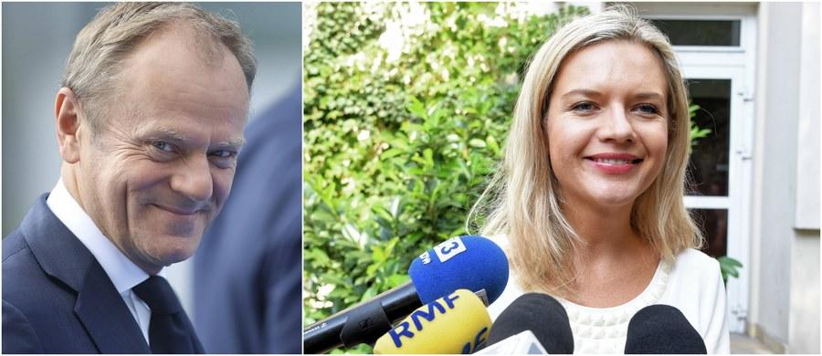 """Szefowa komisji śledczej ds. Amber Gold Małgorzata Wassermann potwierdziła ustalenia reportera RMF FM Patryka Michalskiego: przesłuchanie przez sejmowych śledczych Donalda Tuska odbędzie się dopiero 5 listopada, a nie - jak pierwotnie planowano i ustalono z szefem Rady Europejskiej - 2 października. Wassermann potwierdziła również, że decyzja o zmianie terminu ma związek z trwającą kampanią przed wyborami samorządowymi, w których ona sama ubiega się o fotel prezydenta Krakowa. """"Nie chcę spotykać się z zarzutem, że (przesłuchanie Donalda Tuska) jest elementem mojej kampanii, bo nie jest"""" - podkreśliła. Na razie nie wiadomo jednak, czy były premier zaakceptuje nowy termin stawiennictwa przed komisją."""