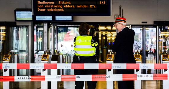 Mężczyzna, który w piątek na głównym dworcu kolejowym w Amsterdamie poważnie ranił nożem dwoje amerykańskich turystów, powiedział, że wybrał przypadkowe ofiary, a jego działanie było spowodowane ciągłym znieważaniem islamu w Holandii - podała w poniedziałek prokuratura.