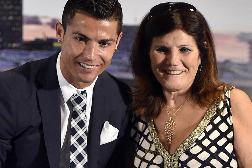 Maria Dolores Aveiro, matka Cristiano Ronaldo, zadebiutuje w animowanym filmie dla dzieci o Królowej Śniegu, który w Portugalii wejdzie na ekrany kin w czwartek, 6 września. Pochodząca z Madery kobieta użyczyła głosu bajkowej Babci Róży.