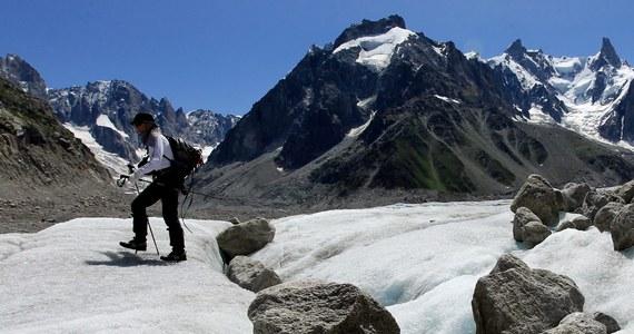 Wydawane będą specjalne pozwolenia na zdobywanie najwyższego alpejskiego szczytu Mont Blanc. Ogłosiły to lokalne władze. Ma to zmniejszyć liczbę wspinających się osób, położyć kres działaniom nielegalnych przewodników oraz zapobiec wyprawom źle zorganizowanych i wyposażonych grup amatorów alpinizmu.