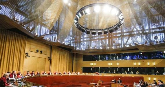 Do Trybunału Sprawiedliwości Unii Europejskiej trafiło kolejne pytanie prejudycjalne o niezawisłość sędziowską, związane z nowymi przepisami. Tym razem pytanie zadał Sąd Okręgowy w Warszawie. Zakres pytania jest zbliżony do pytania, wysłanego do Luksemburga przez sąd w Łodzi - dotyczy zgodności z Traktatem Europejskim ustaw o Sądzie Najwyższym, ustroju sądów i KRS. Trybunał wszczął już procedurę w tej sprawie.
