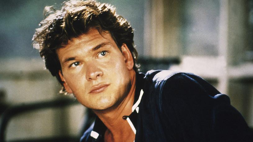 """Po roli w """"Dirty Dancing"""" Patrick Swayze stał się bożyszczem kobiet. Za sławę jednak drogo zapłacił. Wyrwał się ze szponów nałogu i uratował swoje małżeństwo. Potem czekał go cios - nieuleczalna choroba, z którą walczył do końca."""