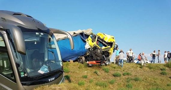 Dwie osoby zostały ranne w wypadku polskiego autokaru na Węgrzech. Autobus zderzył się z tirem przy granicy z Serbią.