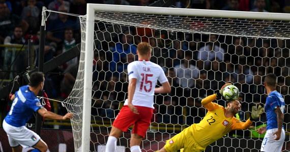 Reprezentacja Włoch popełniła zbyt wiele błędów w meczu z Polską (1:1) - ocenili zgodnie włoscy komentatorzy po spotkaniu piłkarskiej Ligi Narodów w Bolonii. Jak podkreślano, remis nie poprawił nastrojów, a drużyna do końca nie podniosła się po paśmie niepowodzeń.