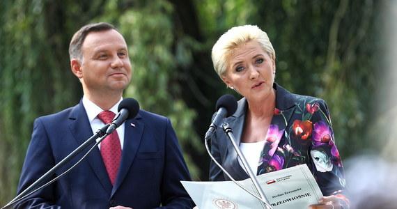"""""""Powieść, z której wypływa wciąż to wielkie zdanie, że Polska potrzebuje wielkiej idei"""" - tak prezydent Duda mówił o """"Przedwiośniu"""" Żeromskiego inaugurując w sobotę, w Warszawie, Narodowe Czytanie tej właśnie powieści. W tym roku akcja ma rekordowy zasięg - jest prowadzona w 2930 miejscach."""