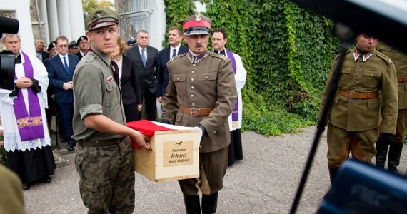 Na cmentarzu w Ejszyszkach w rejonie solecznickim w sobotę zostali pochowani trzej żołnierze AK ekshumowani z pobliskich miejscowości przez specjalistów IPN. Uroczysty pochówek z honorami wojskowymi poprzedziła msza święta pogrzebowa w miejscowym kościele.