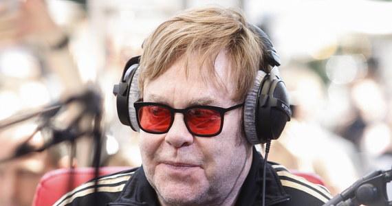 """Koncertem w Allentown w stanie Pensylwania brytyjski piosenkarz i kompozytor Elton John rozpoczął pożegnalną trasę pod nazwą """"Farewell Yellow Brick Road"""". Był to pierwszy z zaplanowanych ponad 300 koncertów na całym świecie, które muzyk chce dać w ciągu najbliższych trzech lat."""