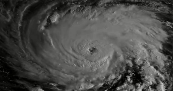Florence - huragan, który znajduje się na Atlantykiem - otrzymał już kategorię trzecią w pięciostopniowej skali Saffira-Simpsona - podaje Reuters. Do czwartku, dnia, w którym Florence dotrze nad Północną Karolinę, siła żywiołu jeszcze wzrośnie.