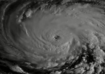 """""""Ekstremalnie niebezpieczny"""" huragan nadciąga nad USA"""