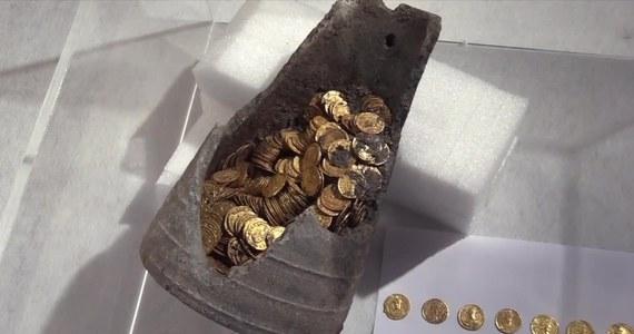 300 rzymskich złotych monet , pochodzących prawdopodobnie z IV wieku, znaleziono w mieście Como na północy Włoch. To prawdziwy skarb, który jest wart miliony - oceniają archeolodzy.