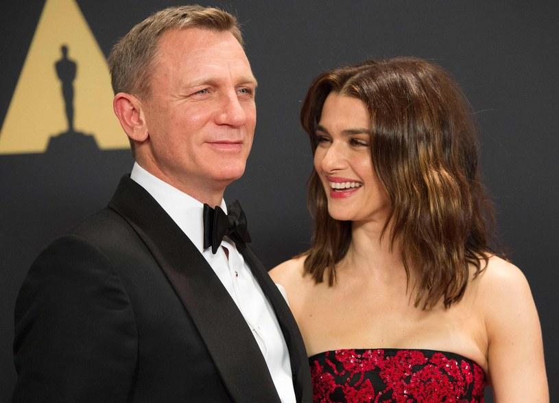 """Znali się od lat, ale dopiero na planie filmu """"Dom snów"""" zrozumieli, że są sobie przeznaczeni. Rachel Weisz i Daniel Craig nigdy nie rozmawiają w domu o pracy. Mają ciekawsze tematy. Zwłaszcza teraz, kiedy po siedmiu latach małżeństwa zostali rodzicami."""