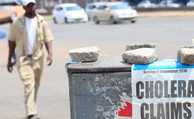 Władze Zimbabwe poinformowały we wtorek o wybuchu epidemii cholery w stołecznym Harare. Do tej pory zmarło tam 20 osób, a ponad dwa tysiące zachorowało po wypiciu skażonej wody - poinformował minister zdrowia Obadiah Moyo.