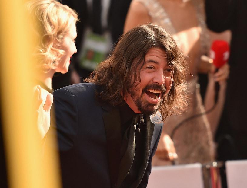 """Nazywany """"najmilszym rockmanem świata"""" Dave Grohl zostawił ponad 300 dolarów napiwku w jednym z barów w Los Angeles."""