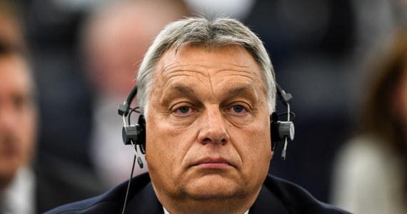 Węgry nie poddadzą się szantażowi, będziemy bronić granic, zatrzymywać nielegalną migrację, bronić naszych praw - mówił w czasie debaty w Parlamencie Europejskim w Strasburgu premier Węgier Viktor Orban. Na środę zaplanowane jest głosowanie nad rezolucją wzywającą do uruchomienia wobec tego kraju art. 7 unijnego traktatu.