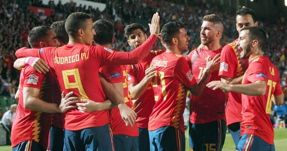 Hiszpania rozgromiła przed własną publicznością wicemistrza świata Chorwację 6:0, a brązowy medalista mundialu Belgia pokonał na wyjeździe Islandię 3:0 we wtorkowych meczach najwyższej dywizji piłkarskiej Ligi Narodów.