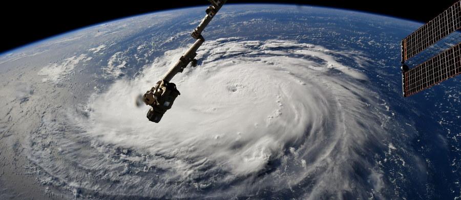 Miliony mieszkańców środkowych stanów wschodniego wybrzeża USA przygotowują się na uderzenie huraganu Florence. Meteorolodzy spodziewają się nadejścia Florence - najgroźniejszego huraganu tegorocznego sezonu - w czwartek wieczorem czasu miejscowego.