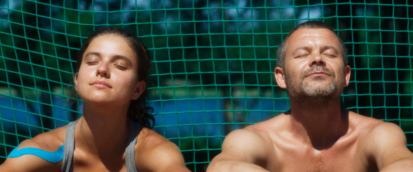 """Międzynarodowa premiera filmu """"Córka trenera"""" odbędzie się 29 września na Międzynarodowym Festiwalu Filmowym Filmfest w Hamburgu. Łukasz Grzegorzek powalczy w konkursie o nagrodę dla najlepszego reżysera."""