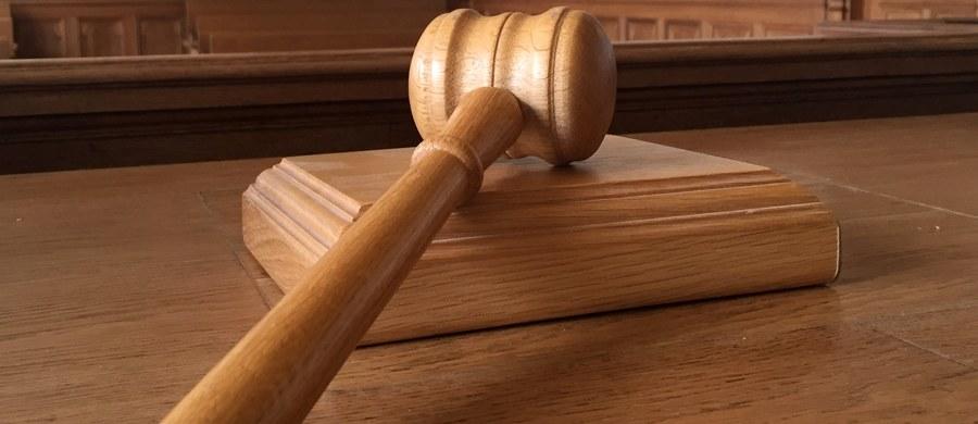 Sąd Okręgowy w Opolu podtrzymał wyrok pierwszej instancji skazujący na dwa lata więzienia 43-letniego Marcina B. oskarżonego o molestowanie małoletnich wychowanków - poinformował sędzia tego sądu Daniel Kliś.