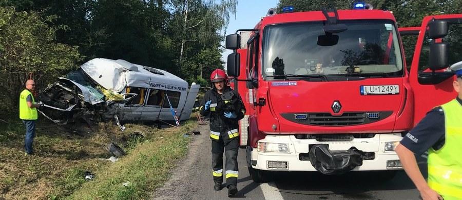 Tragiczny wypadek w Garbowie na Lubelszczyźnie. Jedna osoba nie żyje, a 15 zostało rannych.