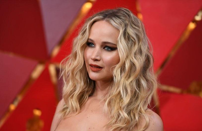 """Gwiazda """"Poradnika pozytywnego myślenia"""" i """"Igrzysk śmierci"""" wyznaje, że przez większość życia nie dbała o swój wygląd, a nawet... była niegdyś uważana za brzydką. Dziś Jennifer Lawrence namawia kobiety do szczerości i niepoddawania się presji bycia idealną."""