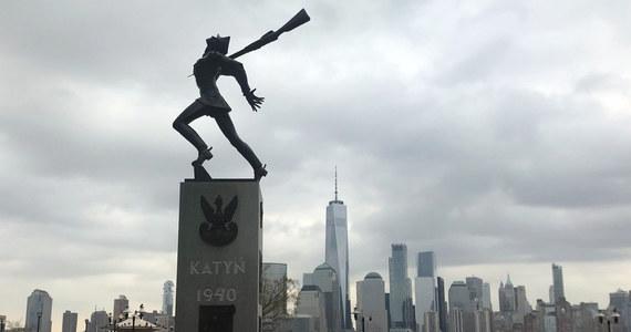 Rada Miejska Jersey City zdecydowała o zorganizowaniu referendum w sprawie lokalizacji Pomnika Katyńskiego. Monument miał zostać przeniesiony o 60 metrów od dotychczasowej lokalizacji, w pobliże nabrzeża rzeki Hudson przy York Street.