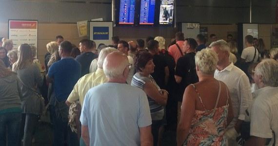 Około 20 osób - z grupy 200 polskich turystów - już ponad pół doby czeka na powrót z Ibizy do Katowic. Najpierw planowany wylot nie było możliwy z powodu problemów z samolotem. Później zastępcza maszyna nie mogła zabrać wszystkich ze względu na brak miejsc.
