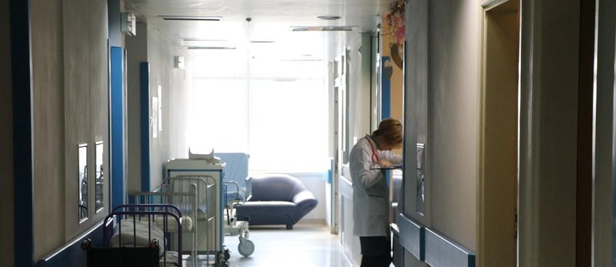 """""""Nie będzie dowolności przy wydawaniu decyzji, czy szpital może zatrudnić lekarza z zakazem konkurencji. Powstaną w tej sprawie wytyczne"""" - deklaruje w rozmowie z RMF FM prezes NFZ Andrzej Jacyna."""