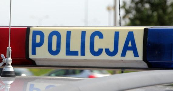 Poszukiwany listem gończym 41-letni mieszkaniec powiatu kaliskiego wpadł w ręce policji podczas przechodzenia przez jezdnię w niedozwolonym miejscu – poinformowała rzeczniczka prasowa kaliskiej policji Anna Jaworska-Wojnicz.