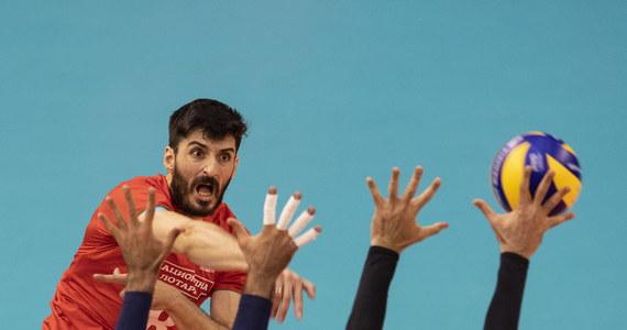 Irańscy siatkarze pokonali w Warnie Bułgarów 3:1 (25:22, 25:20, 22:25, 25:19) w czwartkowym meczu mistrzostw świata organizowanych przez Bułgarię i Włochy. Te drużyny to - przynajmniej teoretycznie - najgroźniejsi rywale broniących tytułu Polaków w grupie D.