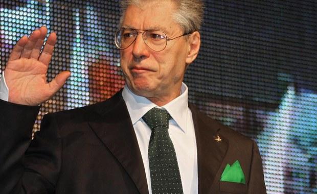 """Włoski senator, założyciel partii Liga Północna Umberto Bossi został prawomocnie skazany przez Sąd Najwyższy na rok i 15 dni więzienia za nazwanie siedem lat temu ówczesnego prezydenta Giorgio Napolitano """"chłopem z południa"""". Uznano to za jego znieważenie."""