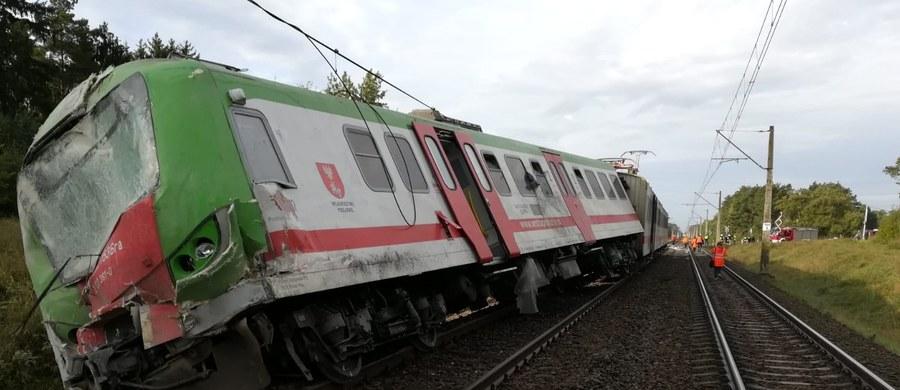 Wypadek na niestrzeżonym przejeździe kolejowym w miejscowości Dworaki-Staśki w powiecie wysokomazowieckim w Podlaskiem. Pięć osób zostało rannych.