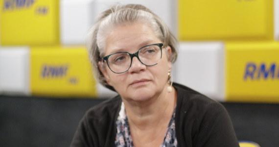 """""""W sprawie klapsa to my psychologowie powinniśmy uderzyć się w piersi. Mówiliśmy o tym jak o """"jakimś klapsie"""", a nie zero-jedynkowo - jak o uderzeniu drugiego człowieka czy jak o poniżeniu dziecka"""" - mówi w Popołudniowej rozmowie w RMF FM społeczny doradca Rzecznika Praw Dziecka psycholog Dorota Zawadzka. """"W Polsce się dzieci bije i ci, którzy byli tak byli wychowywani, nie potrafią inaczej"""" - dodaje gość Marcina Zaborskiego."""