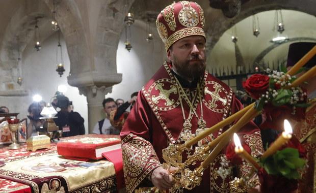 Synod Rosyjskiej Cerkwii Prawosławnej w piątek w Moskwie zdecydował, że wycofuje się ze struktur zarządzanych przez Patriarchat Konstantynopolitański oraz zawiesza wszelkie kontakty z Konstantynopolem - poinformował metropolita Hilarion, kierujący cerkiewną dyplomacją.