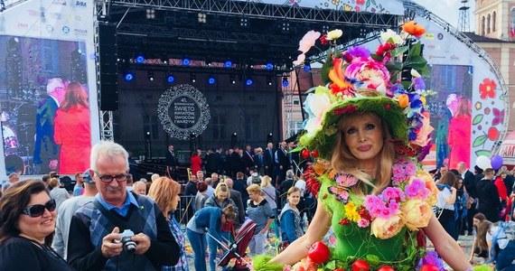 W Skierniewicach w Łódzkiem w sobotę rozpoczęło się dwudniowe Święto Kwiatów, Owoców i Warzyw. Znakiem firmowym święta są liczne stragany z jędrnymi warzywami, bajecznie kolorowymi kwiatami i soczystymi owocami na ulicach.