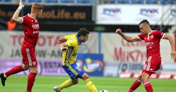 Piast Gliwice pokonał u siebie Arkę Gdynia w sobotnim meczu 8. kolejki piłkarskiej ekstraklasy. Gospodarze grali od 42. minuty w przewadze, po czerwonej kartce Andrija Bogdanowa.