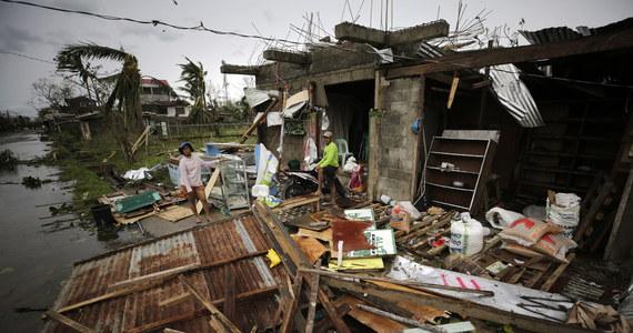 Do 28 wzrósł bilans ofiar śmiertelnych tajfunu Mangkhut na Filipinach. Teraz dotarł on do chińskiego wybrzeża. Żywioł osłabł, ale wciąż stanowi zagrożenie dla miast w delcie Rzeki Perłowej, w tym Hongkongu i Makau.
