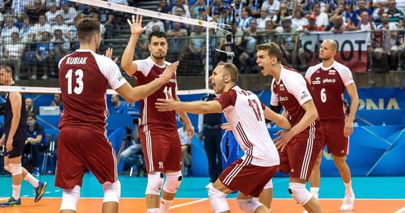 """Polscy siatkarze pokonali w sobotę Finów 3:1 i zapewnili sobie awans do drugiej rundy mistrzostw świata. """"Gdzie nas poniesie los, zobaczymy. Najważniejsze, że mamy go w swoich rękach"""" – stwierdził po meczu Michał Kubiak, kapitan polskiej reprezentacji. """"Trudniejsze będzie starcie z Iranem i zdajemy sobie z tego sprawę. Jeżeli chcemy zdobywać laury, to musimy takie zespoły jak on pokonywać"""" – dodał."""
