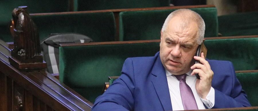 """""""PiS zawsze popierało projekt europejski, Unię Europejską, nawoływało do głosowania za wejściem Polski do UE w referendum i nic się nie zmieniło"""" – stwierdził w Polsat News szef Komitetu Stałego Rady Ministrów Jacek Sasin. """"To nie oznacza, że mamy nie dostrzegać problemów, jakie dziś mamy w UE, a jednym z nich jest zanikająca solidarność"""" – dodał."""