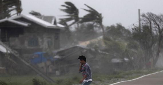 Supertajfun Mangkhut zabił na Filipinach prawdopodobnie co najmniej 52 ludzi - takie wnioski płyną z informacji przekazanych dotąd przez oficjalne źródła. Część ofiar to prawdopodobnie górnicy, uwięzieni w starym schronie po osunięciu się części góry w prowincji Benguet na wyspie Luzon.