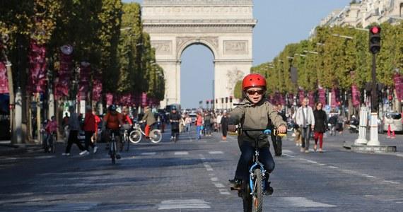 Niedziela w Paryżu była dorocznym dniem bez samochodu. Dzień taki zorganizowano po raz czwarty, ale po raz pierwszy rzeczywiście obowiązywał zakaz ruchu dla wszystkich niemal samochodów w administracyjnych granicach miasta.